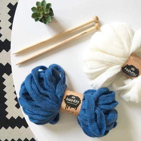 tuto r aliser un snood sans tricot ni crochet avec la laine handy de dmc le blog de caro tricote. Black Bedroom Furniture Sets. Home Design Ideas