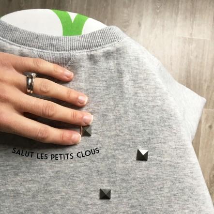 Customiser un sweat avec des clous thermocollants